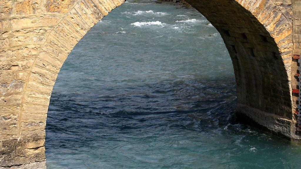 Junto al puente del Batán