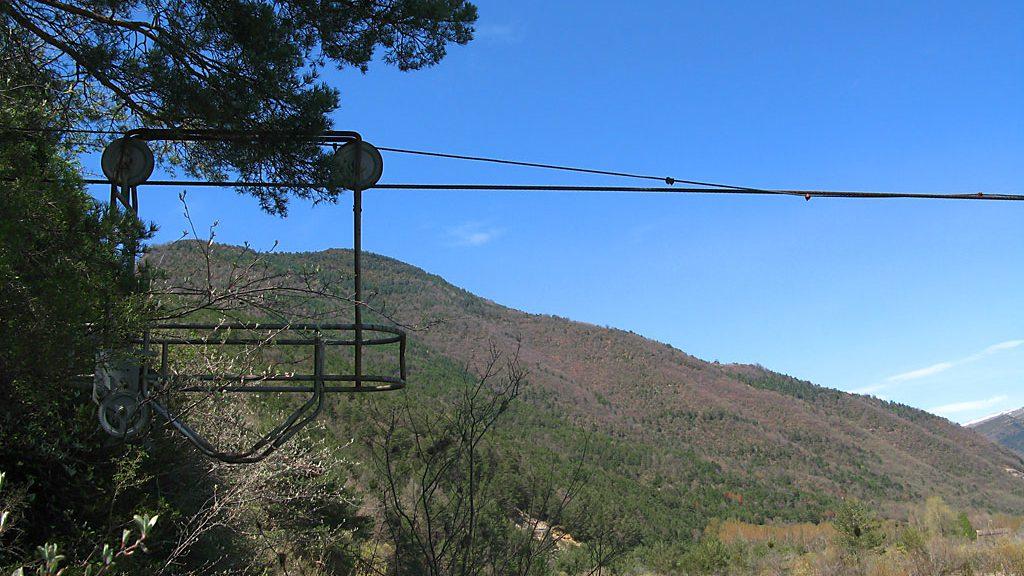 Antigua plataforma de cruce del Ara