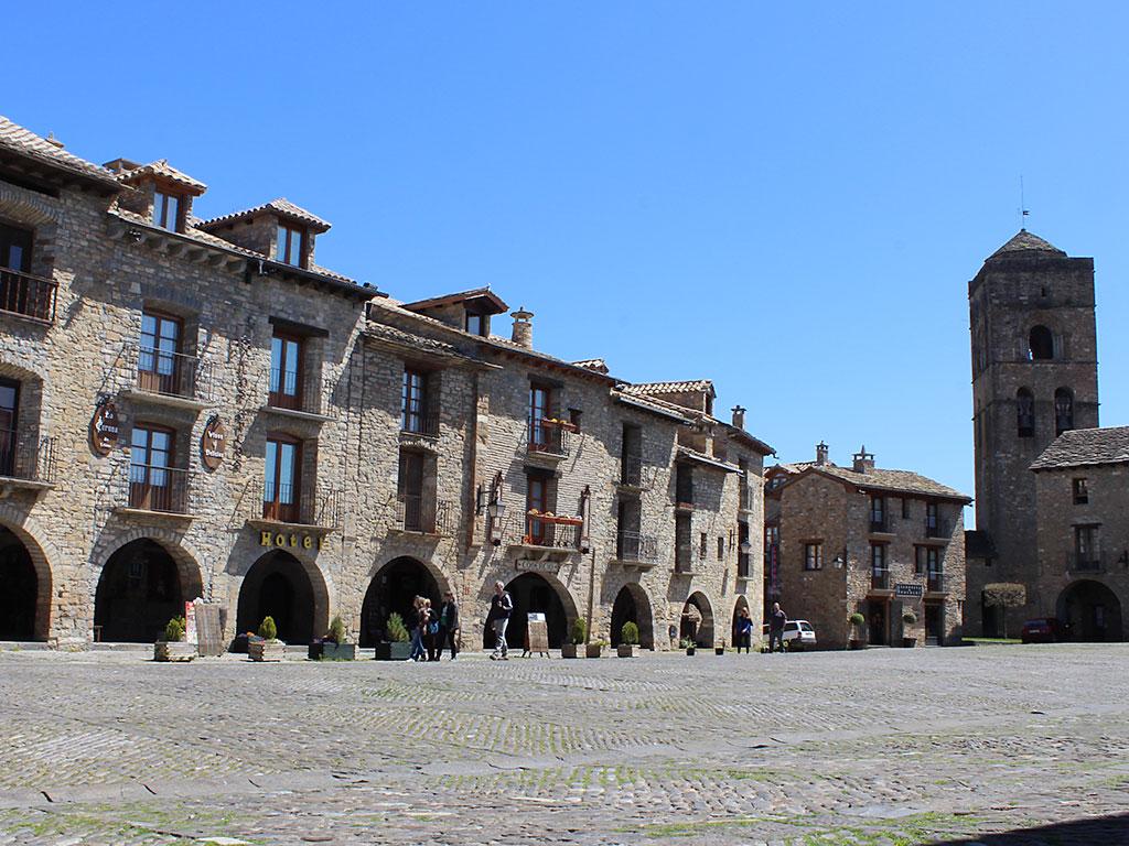 Plaza de Aínsa