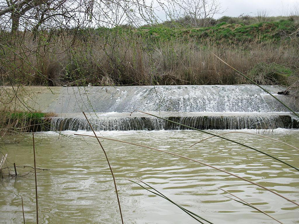 Azud en el Flumen