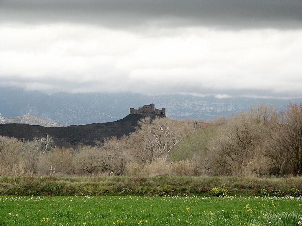 Castillo de Montearagón desde el Flumen