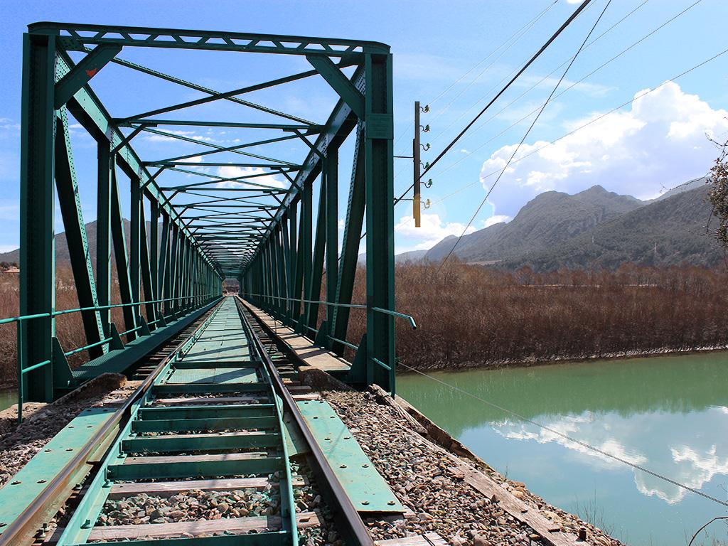 Puente ferroviario sobre el embalse de La Peña