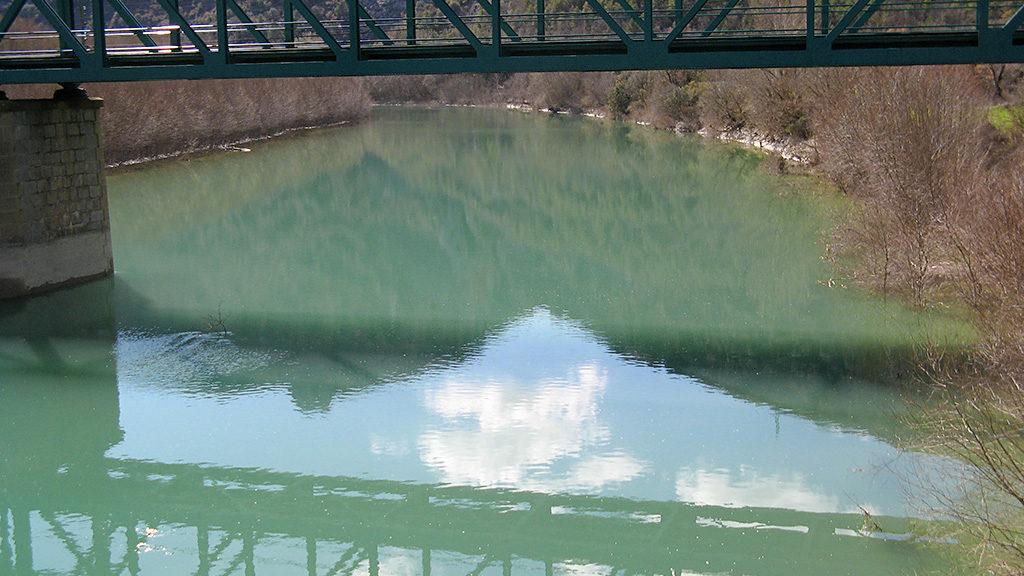 Puente sobre el embalse de La Peña Estación