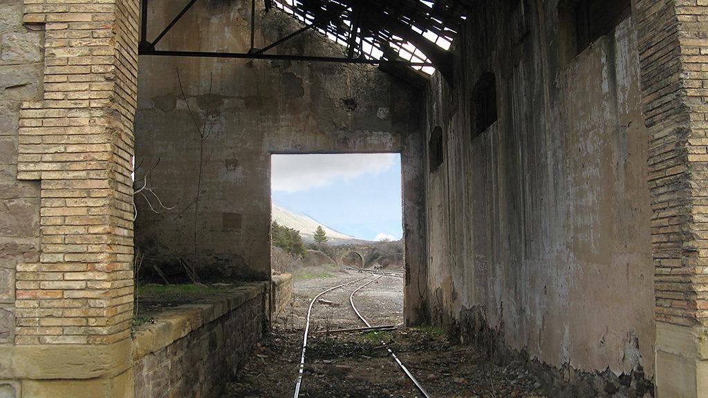 Muelle ferroviario abandonado en La Peña Estación