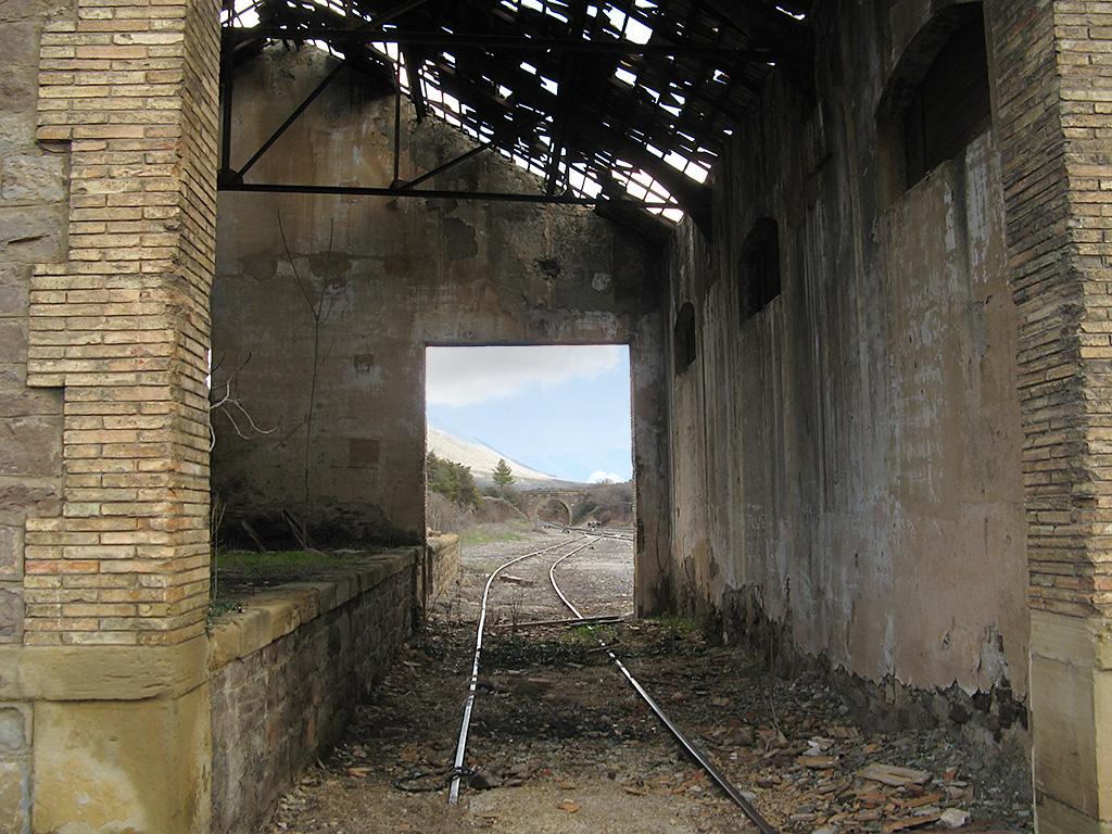 Antiguo almacén en la estación de La Peña